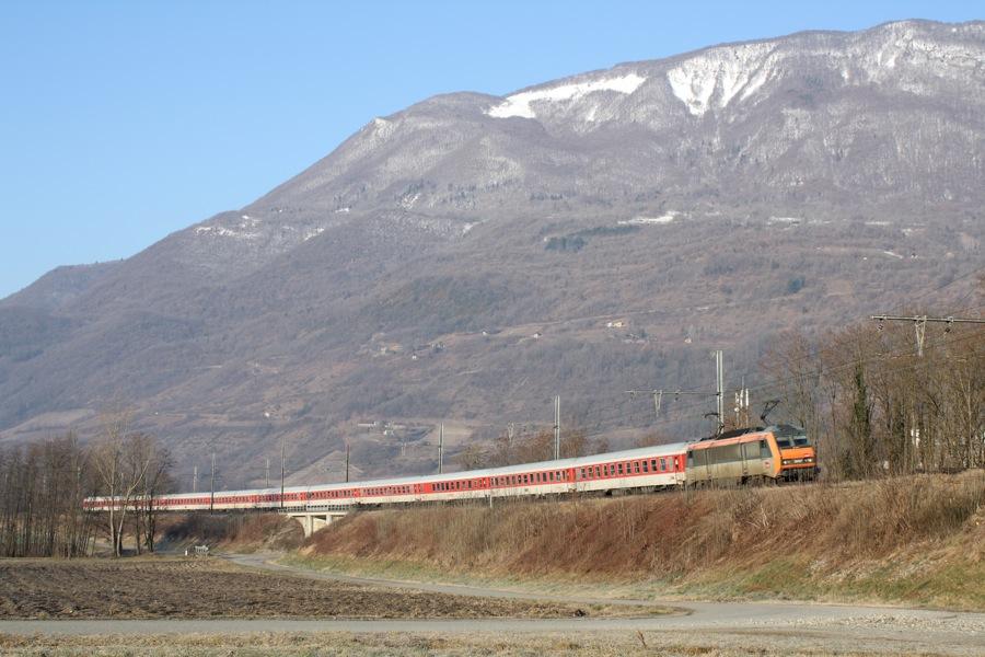 http://lecrame.free.fr/fichiersapart/Trains/SuperPointes210209/BB26157EtDB.JPG